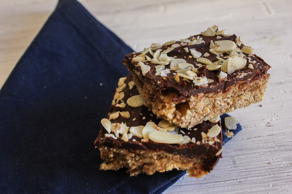 Healthy chocolate almond bars